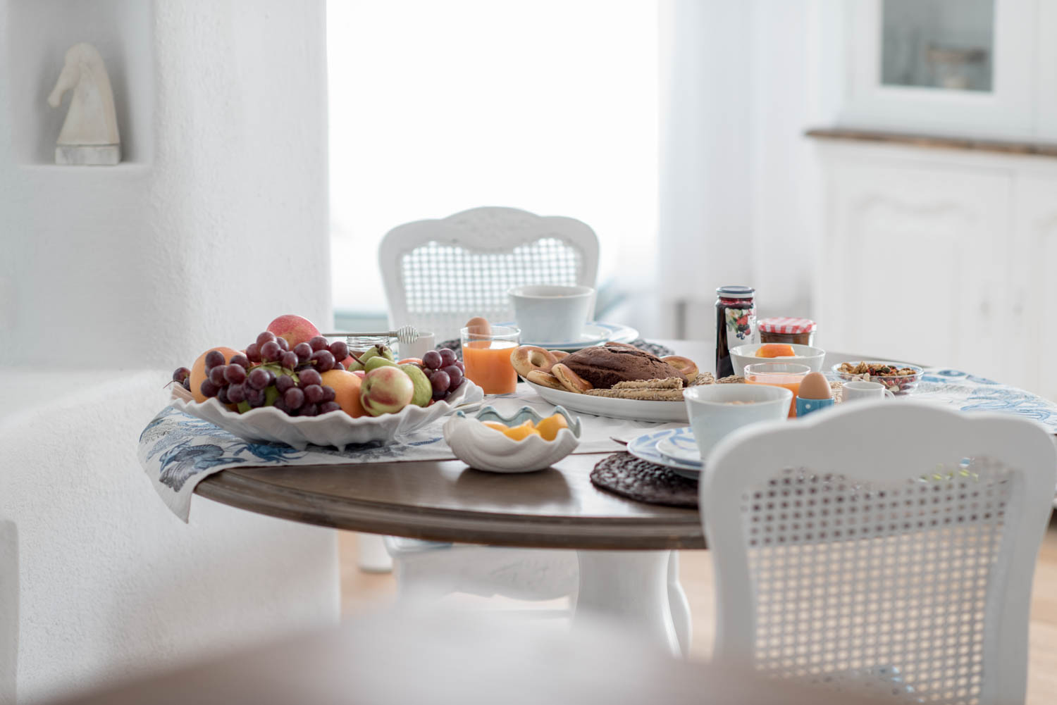 Ode Villa in Oia of Santorini Table with Breakfast