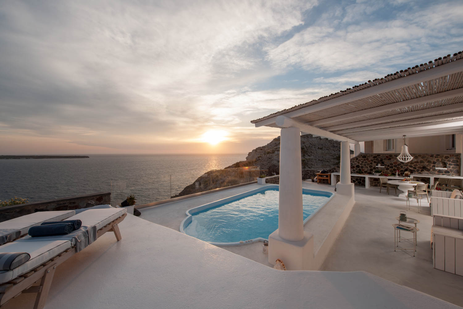 Ode Villa in Oia of Santorini Sunbeds beside Pool